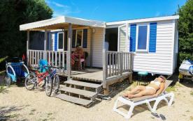 Pour vos vacances en bord de mer près de Damgan, louez ce Mobil-home tout confort de 3 chambres à...