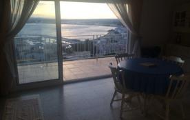 Appartement T3 grand balcon vue sur la mer possibilité au mois
