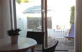Studio avec courette clôturée idéalement situé pour tout faire à pieds REF 301