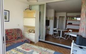 Appartement studio de 28 m² environ pour 4 personnes située à 2 pas de la plage et des nombreuses...