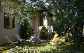 Gîte Maison Jaune - A 200 m du village, au milieu des chênes, au calme, sur une surface d'environ...