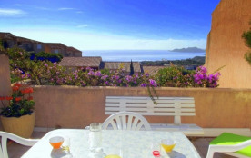 Agréable villa avec vue mer, située dans une résidence avec piscines, à mi-chemin entre Palombagg...