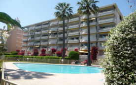 Appartement De Standing à Cannes parc de 4000m2 avec Piscine et Acces Mer