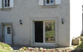 Aux portes de la ville, gîte mitoyen sur 2 niveaux, dans une ancienne fermette rénovée, dans un h...