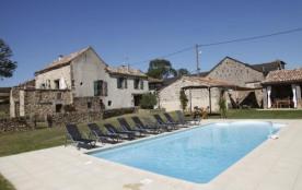 3 maisons de caractère en pierre, modulables, avec piscine chauffée.