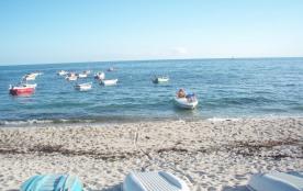 la plage et les canots