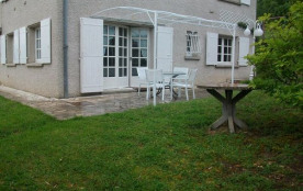 A 3 km de la cathédrale d'Albi, dans un quartier résidentiel, à mi-coteaux, appartement au rez-de...