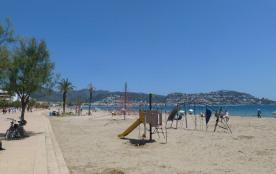 Loue appartement spacieux entièrement rénové avec terrasse et piscine, proximité plage à Rosas Santa Margarita -Espagne.