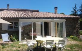 Gîte de France Nodon - Gîte sur 2 niveaux restauré à neuf avec terrasse et jardinet privatif.