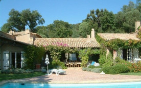 La Pierre est une superbe villa de vacances de luxe (entièrement de plain-pied) située dans le pe...