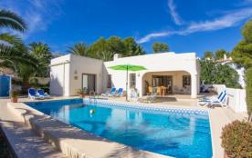 Belle villa pour 10 personnes, avec sa picine privée. Elle est située dans un quartier tranquille...