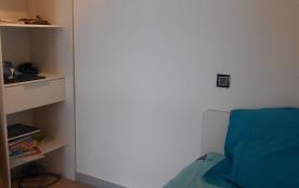1 petite chambre avec rangements (1 lit)