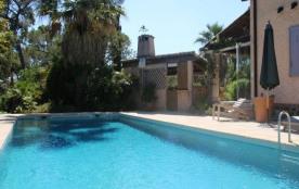 FR-1-380-99 - Côte d'Azur Valescure villa avec piscine au calme