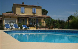 Gîtes de France Mas Longo Mai avec piscine.