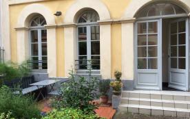 L'entrée du duplex et sa terrasse