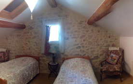 Chambre Mansardée 2 lits en 0,90 + wc et lavabo indépendant