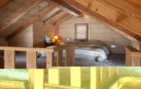 Couchage 160 cm ouvert sur mezzanine sous toit