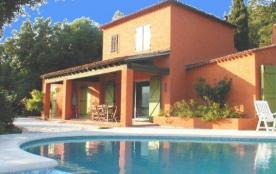 Villa avec piscine.