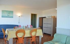 Appartement trois pièces de 70 m² environ pour 6 personnes située sur la plage, à deux pas des co...