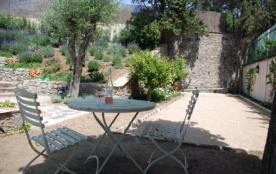 La Maison de Charme est une superbe et charmante maison de vacances rénovée avec une piscine priv...