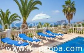 Cette villa se situe à 2.5km de la mer et