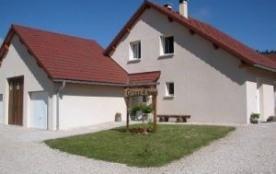 Maison individuelle comprenant 2 logements de vacances dont 1 gîte rural. Entrée indépendante.