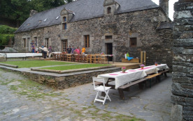 La cour avec ses terrasses pour epas