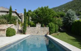 Gîtes de France - Dans le hameau de Veaux, gîte dans une maison vigneronne du XVIIIe siècle.