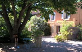 Gîtes de France Le Mas des Bômes. Maison de caractère, datant du XIXe siècle, rénovée en 2003, mi...