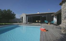 Villa avec piscine 8 personnes.