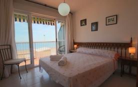 2 BD Beachfront Apartment - Stunning Sea Views & direct access to the beach