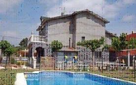 Cette villa pour 10 personnes avec piscine , située dans l'urbanisation King Park, est particuliè...