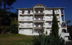 Bel appartement 2-pièces de 60 m², situé au deuxième étage d'une résidence de standing, ascenseur...