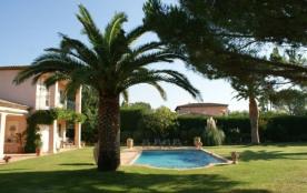 L'Amandière est une maison de vacances absolument fabuleuse et de grand luxe située dans le super...