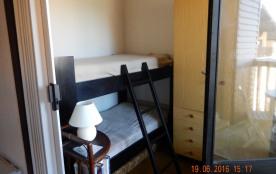 Alcôve avec lits superposés