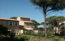 Location de maison . Piscine. A 5 km de Saint-Tropez, domaine résidentiel clôturé et gardé compos...