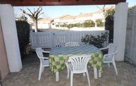 Petite villa 4 couchages, dans résidence avec piscine et pataugeoire.