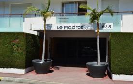 Antibes (06) - Salis- Résidence Madras. Appartement T2 - 50 m² environ - jusqu'à 4 personnes. Sit...