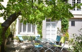 Gîtes de Frances - Dans le hameau de Saint-Estève-de-Blauvac, gîte en rez-de-chaussée de la maiso...