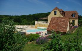 Villa 10 personnes piscine chauffée, ménage et fourniture du linge compris, terrain clôturé, 2 garages + parking