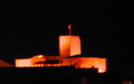Magique château Picasso de nuit!