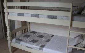 Chambre des enfants où un troisième lit (tiroir) peut être ajouté