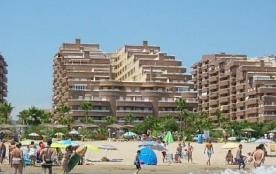 Appartement de luxe 100mtrs juste à la plage - vues latérales vers la mer.