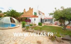 Agréable villa de vacances pour 6 personnes profitant de sa piscine privée et de sa terrasse exté...