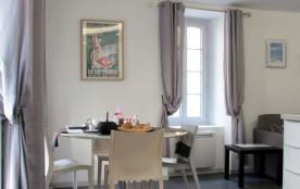 Venez profiter de tout le charme d'une ville thermale en toute saison dans cet appartement confor...