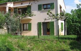 Gîtes aménagé au rez-de-chaussée de la maison du propriétaire, accès et terrain clos en pelouse p...