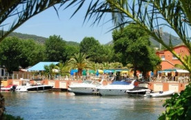 Holiday Marina Resort, 48 emplacements, 58 locatifs
