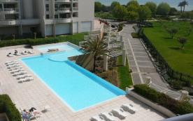 Juan-les-Pins, 2 pièces- dans résidence standing avec piscine,vue mer, plage de sable fin à 100m- 4 personnes maximum