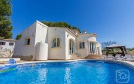 Villa AB Boni - Belle villa de plain pied avec climatisation et profitant d'un cadre extérieur ag...