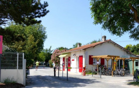 Flower Camping Les Pins ROYAN, 38 emplacements, 77 locatifs